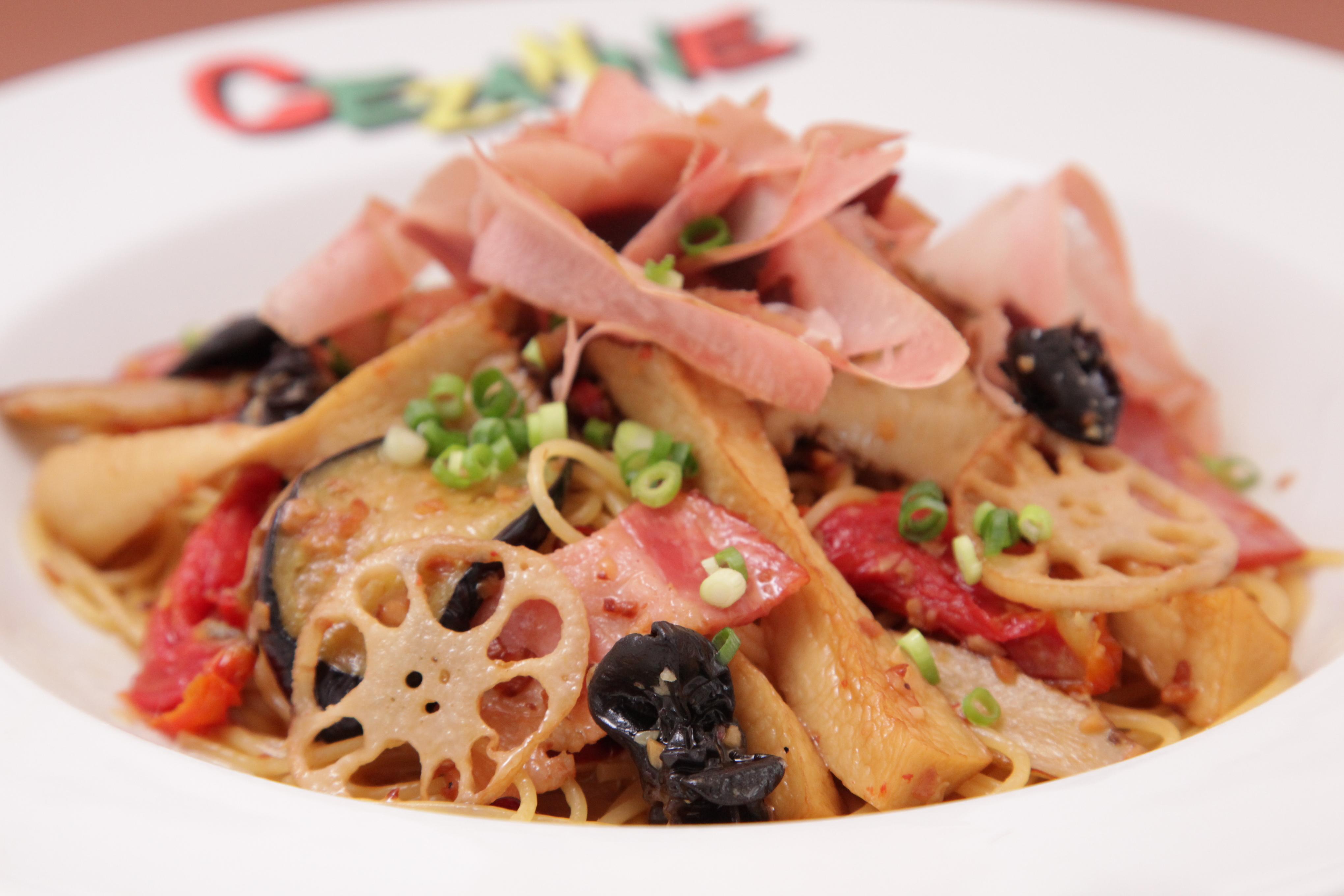秋野菜のペペロンチーニのドライトマトと半生サラダ節のせ 1,298円