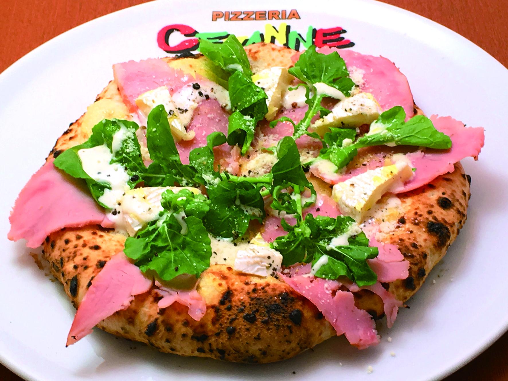 ボンレスハムとカマンベールチーズのピッツァ 1,180円(税別)