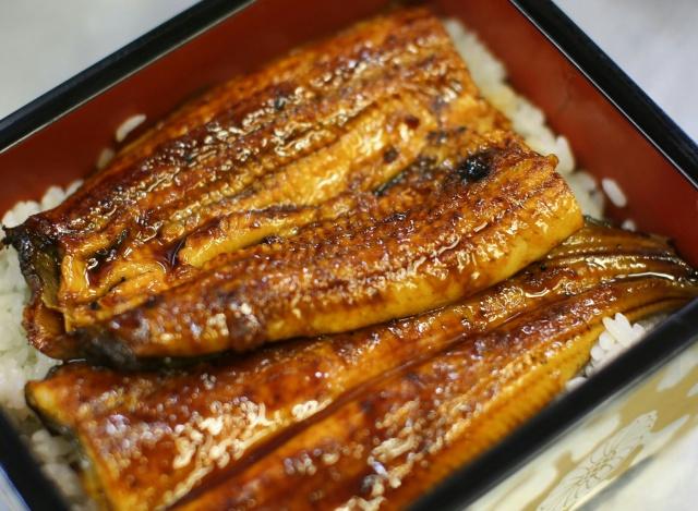 肉厚で柔らかく、代々秘伝のタレ、昔から人気の鰻です。