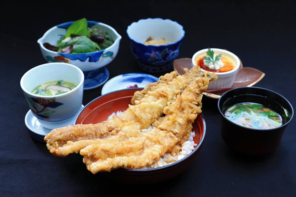 はみ出る穴子天丼復活!!