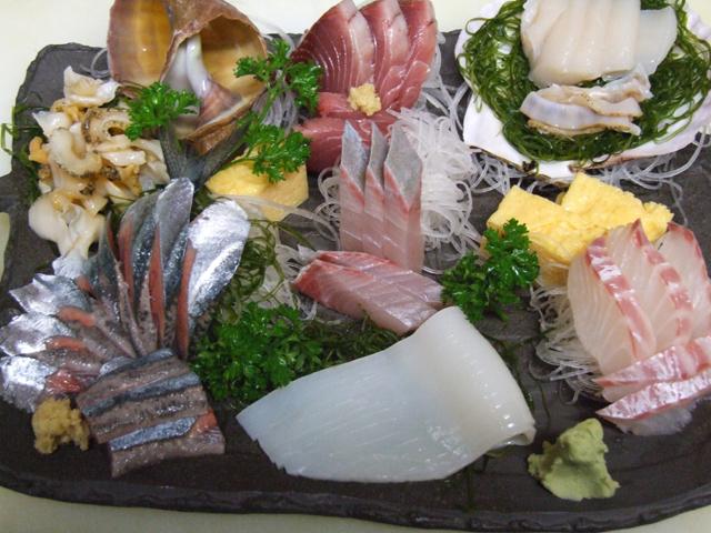 新鮮な魚介類の盛り合わせです 2,100円~