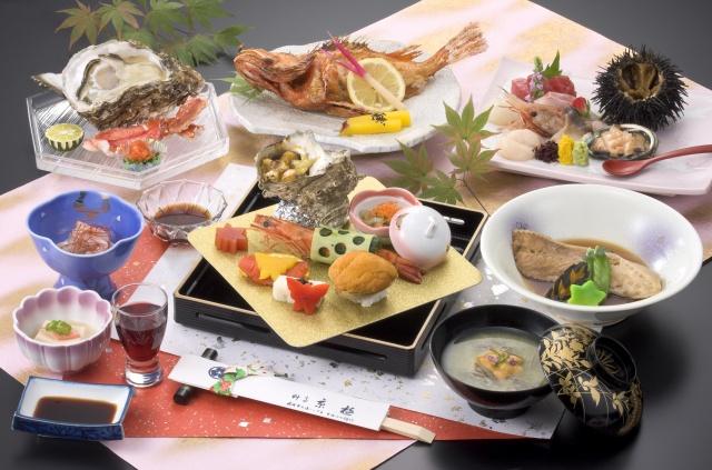 刺身、煮物、焼き物など目に美しく舌にうれしい昼会席。