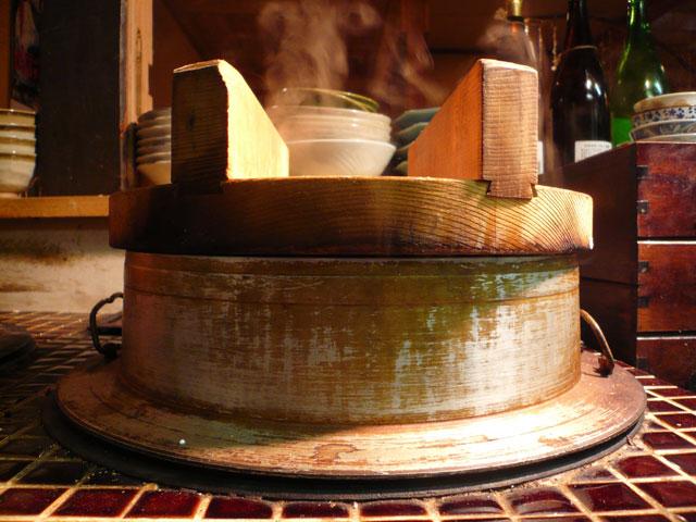 昔ながらの竃で炊いた銀しゃり・合鴨農法ひとめぼれ 塩むすびと味噌汁