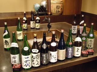 岩手の地酒の他、全国の銘酒が揃います。メニューにない日本酒も多数有。もっきりで600円から。売切れ御免でうまい酒を!
