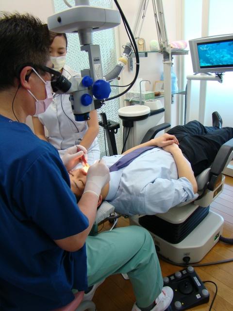 マイクロスコープで精度の高い診断や治療を提供します。