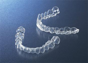 インビザライン/見えない、痛くないマウスピース矯正で、美しい歯並びに!