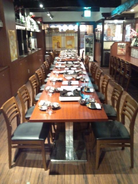 1Fはイステーブルを組み合わせると最大28名様収容!